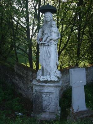 Statua in pietra prima dell'intervento di restauro