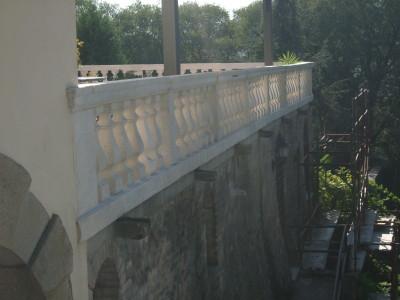 Esterno della balaustra in pietra di Nanto dopo l'intervento di restauro lapideo