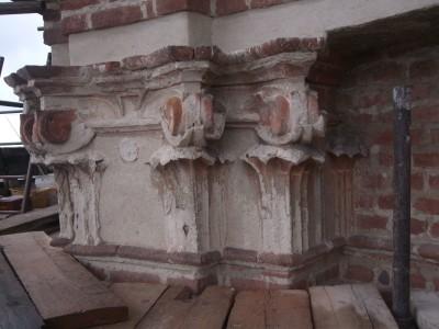 restauro stucchi capitelli andezeno torino prima